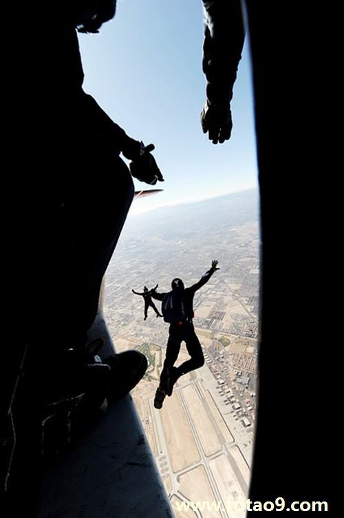 梦见自己人追着飞上天