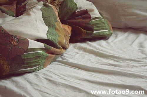 梦见自己的床下面有很多虫子是怎么回事?